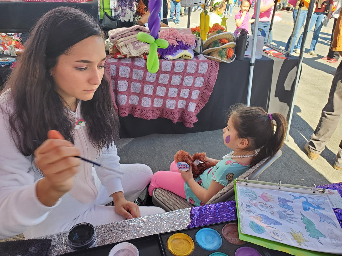 Street Fair Allows Visitors to Mix, Mingle and Buy